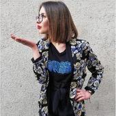 """"""" Zou bisou bisouuu, zou bisou bisouuu 🎶"""" Le beau temps revient ☀️ et nos beaux imprimés aussi ! On vous propose aujourd'hui un joli ensemble t-shirt et blazer ! Qu'en pensez-vous ? Nous, on craque ! 🤩  #nouvellecollection #ruemazarineparis #outfit #shopping #kiss #bisou #roselesboutiques #marseille #lyon #annecy #chambéry"""