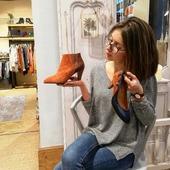 Choisir est-ce renoncer ? 🤔 Et bien pas chez Rose ! Les soldes sont même sur nos belles chaussures en cuir ! 👠 Pourquoi se priver ?? On fait des heureuses ?! ✨  #soldes #winterseason #chaussures #shopping #bottines #talons #oncraque #roselesboutiques #annecy #marseille #lyon #chambéry